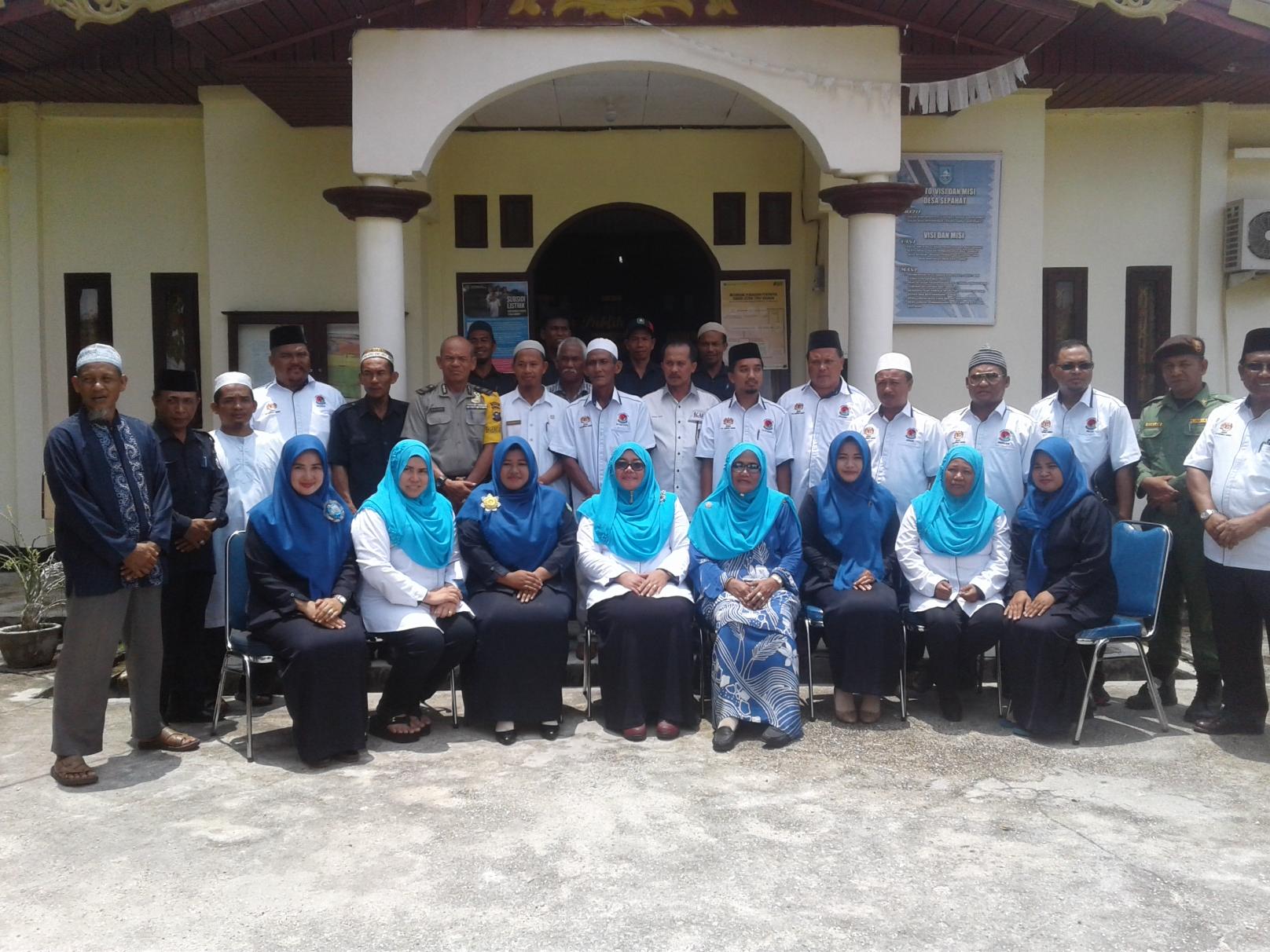 Foto bersama Pemdes dan Kg.Sungai Sireh Tanjong Karang selangorMalaysia